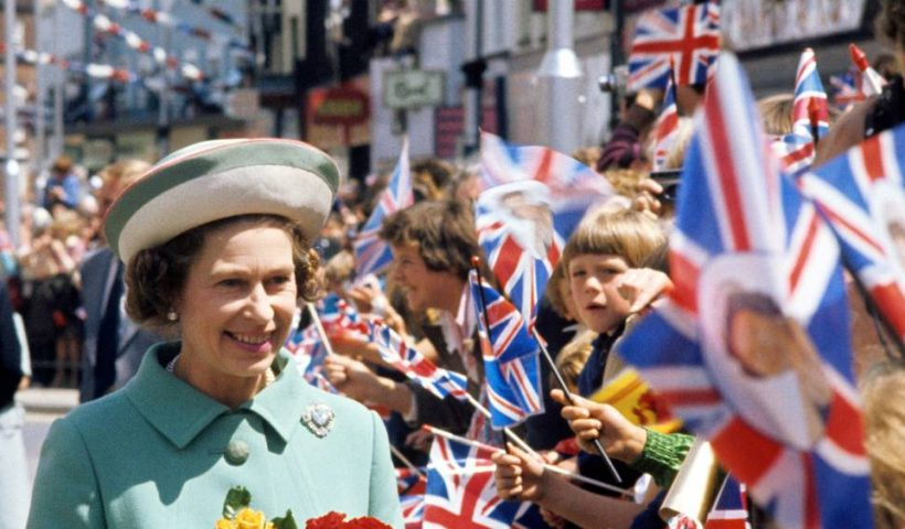 The Queen posts on Instagram for first time