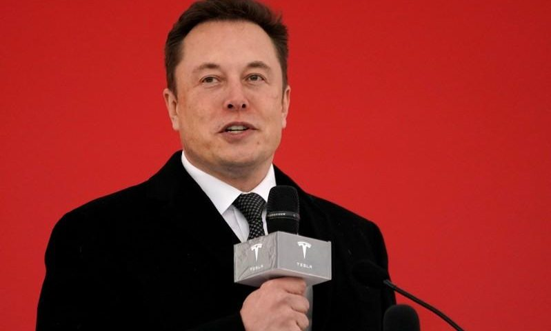 Tesla shows off self-driving technology to investors
